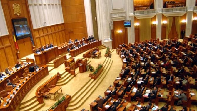 Moțiune împotriva Guvernului. Băsescu: Bine ar fi să nu ne facem de râs
