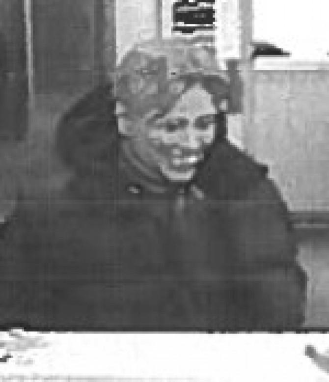 Robber wearing a Hillary Clinton mask hits bank