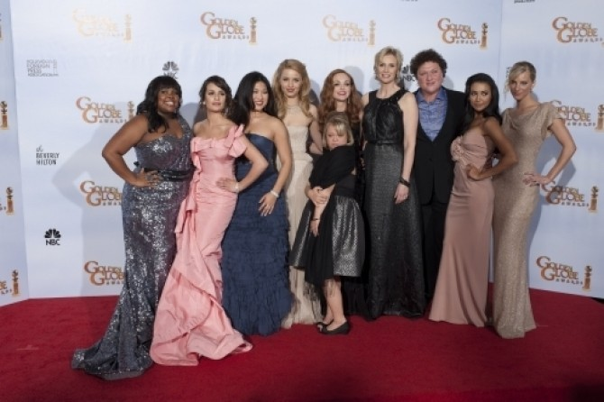Amber Riley, Lea Michele, Jenna Ushkowitz, Dianna Agron, Lauren Potter, Jayma Mays, Jane Lynch, Dot Jones, Naya Rivera, and Heather Morris