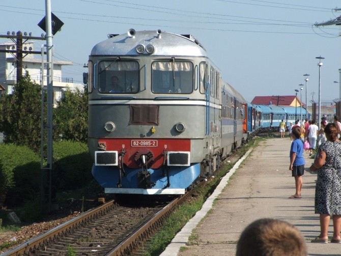 tren, locomitiva in gara