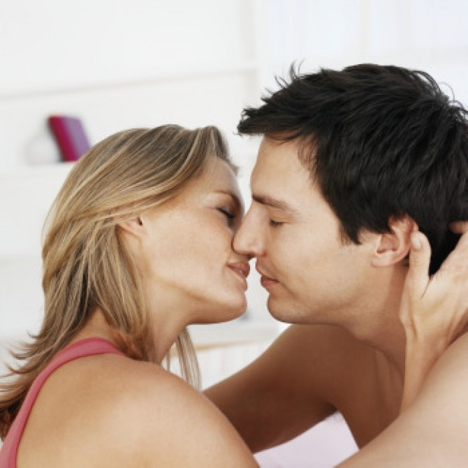 0326-couple-kissing_sm