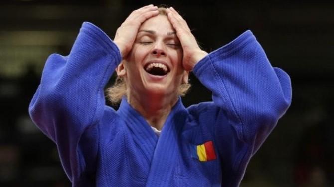 Romania's Alina Dumitru celebrates after defeating Japan's Tomoko Fukumi in women's -48kg semi-final A judo match at London 2012 Olympic Games