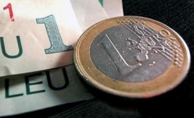 toti-ochii-sunt-atintiti-catre-cursul-leu-euro-drama-in-care-joaca-moneda-nationala-ii-exaspereaza-pe-romanii-cu-rate-in-euro-146754