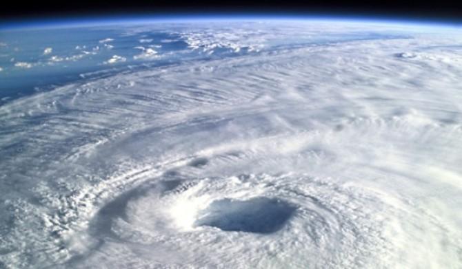 090407-hurricane-forecast-big