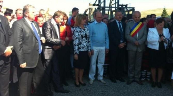Basescu_la_borsa_hora-prislop_2012