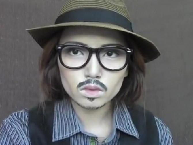 Incredibil. O femeie se poate transforma în Johnny Depp