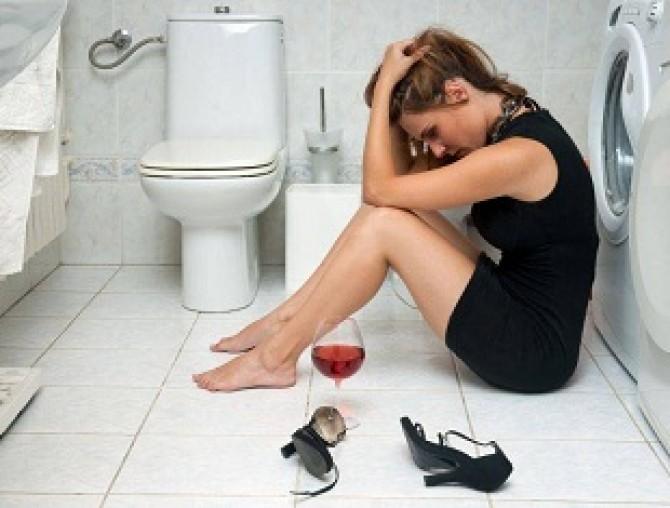 Mituri demolate c te remedii exist pentru marea mahmureal dcnews - Donne che vanno in bagno a cagare ...