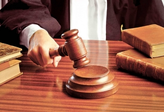Judecători
