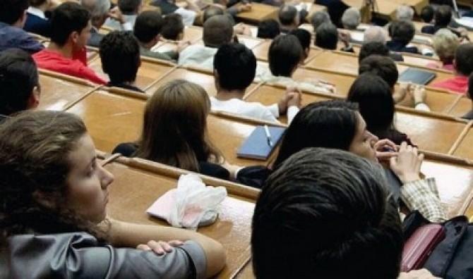Universitățile cresc taxele. Studenții platesc mai mult taxa pentru anul universitar