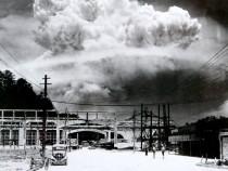 bomb-exploding-nagasaki