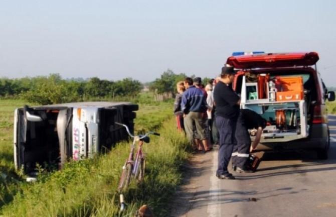 accident-grav-in-vrancea-doi-oameni-au-murit-si-cinci-au-fost-grav-raniti-dupa-ce-un-autocar-s-a-rasturnat-pe-dn-2-226241