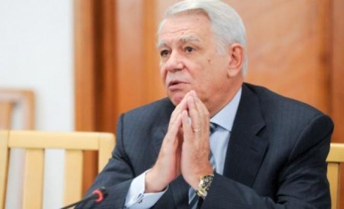 basescu-l-a-propus-pe-teodor-melescanu-la-sefia-sie-senatorul-a-acceptat-si-s-a-autosuspendat-din-pnl-133490