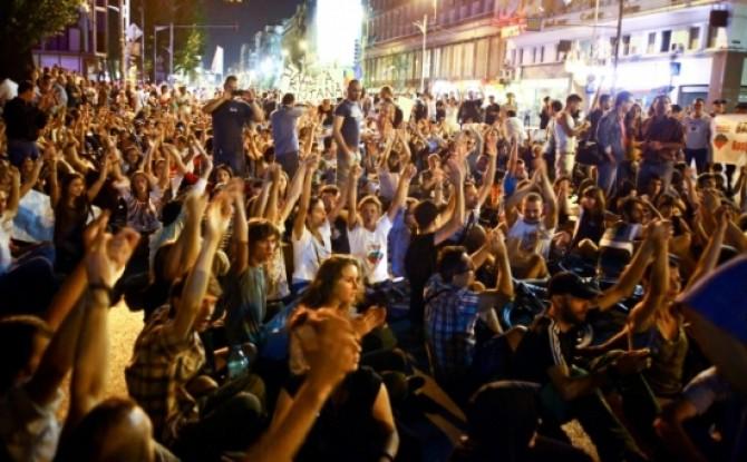 a-doua-zi-consecutiva-de-proteste-fata-de-proiectul-rosia-montana-manifestantii-au-blocat-bulevardul-regina-elisabeta-223855