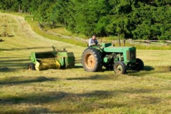 ferma-tractor