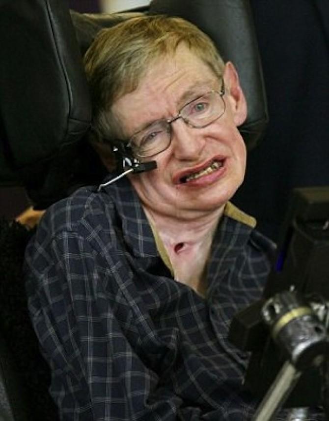 Stephen Hawking arrives in Hong Kong