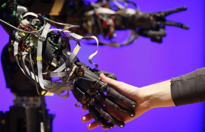 robot stiinta