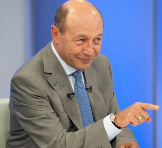 Basescu atacă