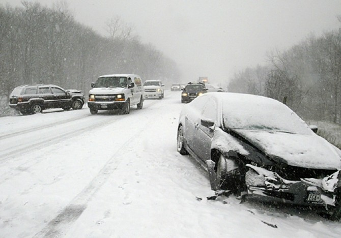 A single lane of traffic drives between two cars involved in an accident on the westbound lanes of Interstate 84 near mile marker 31 on Wednesday, Dec. 31, 2008.