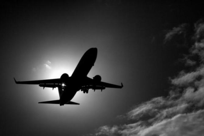 avion alb-negru
