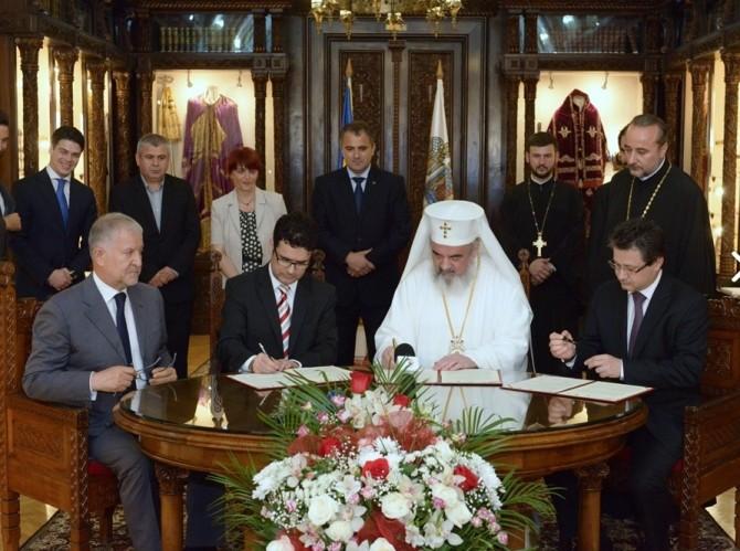 Patriarhul Daniel și ministrul Remus Pricopie