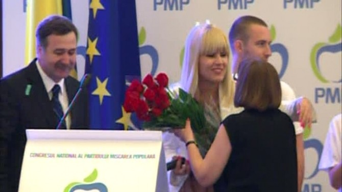 Trandafiri rosii pentru Elena Udrea