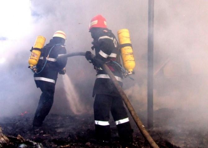 Un microbuz a luat foc în Ilfov