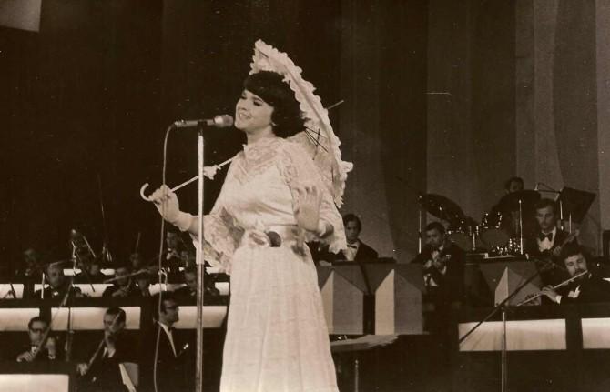 În doar 8 ediţii ale Festivalului (1963,1964, 1965, 1969, 1971, 1973, 1975, 1976), Margaretei Pâslaru i s-au  încredinţat 35 de piese