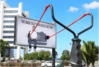 Bancheta din spate nu este mai sigură. Puneți-vă centura de siguranță!