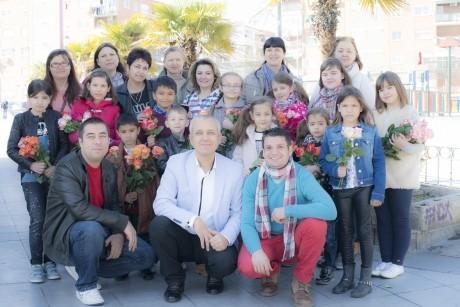 FADERE: Copiii români din Madrid, flori pentru mamele din Coslada - DC News