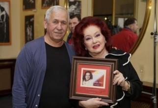 Stela Popescu, alături de George Mihăiţă, sâmbătă seară, la vernisarea expoziţiei dedicate artistei la Teatrul de Comedie