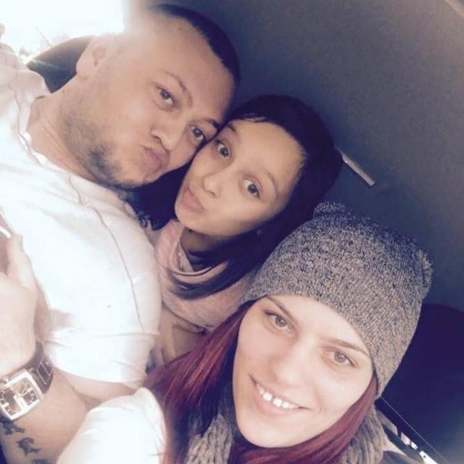 Ianis Angelo, alături de familie. Foto: Facebook
