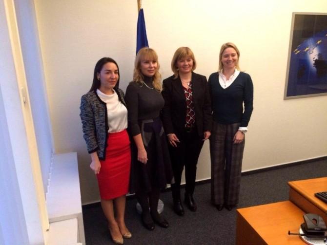 (de la stânga la dreapta) Claudia ȚAPARDEL (S&D, România), Elżbieta BIEŃKOWSKA (CE), Isabella DE MONTE (S&D, Italia), Cláudia MONTEIRO DE AGUIAR (PPE, Portugalia)