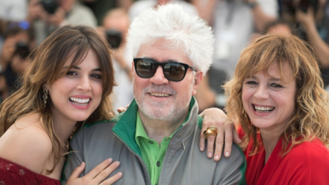 Almodovar și actrițele sale, Emma Suarez și Qdriqnq Ugarte