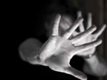 Patru bărbaţi, reţinuţi în cazul celor două minore violate pe câmp