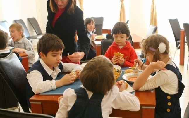 Copiii, victimele intereselor financiare