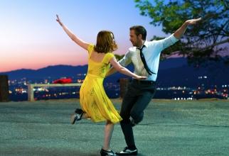 Ryan Gosling și Emma Stone în La, la, Land, filmul de deschidere