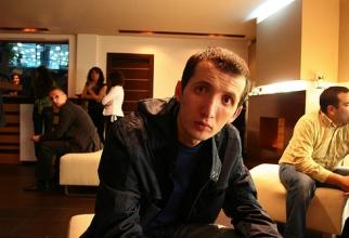 El este Vali Petcu, alias Zoso