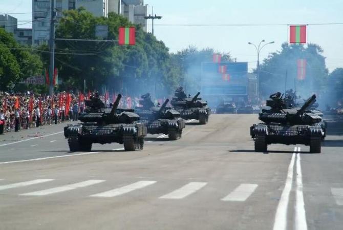 Foto arhivă. Moment festiv pe străzile din Tiraspol