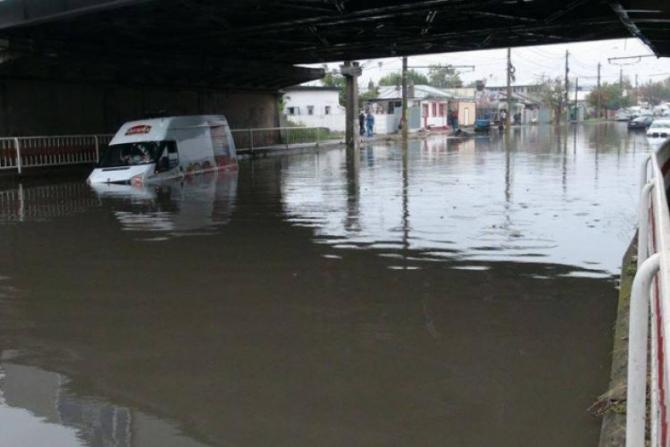 Așa arăta strada Râmnicu Sărat din Brăila dupa o ploaie torențială