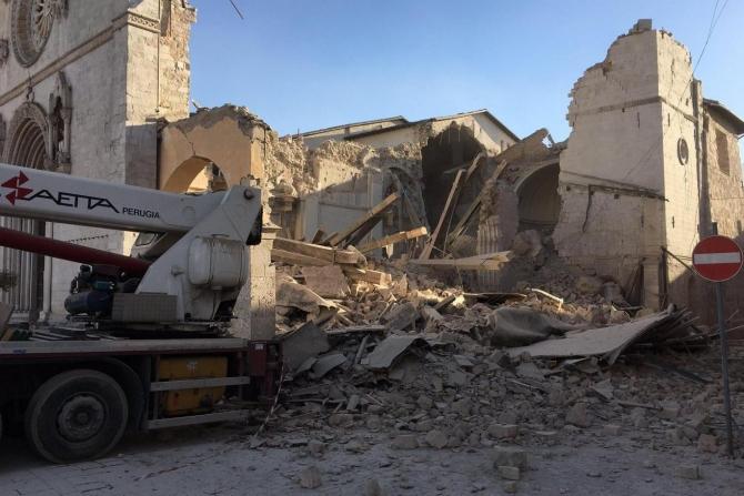 Basilica din Norcia, distrusă după cutremurul de duminică