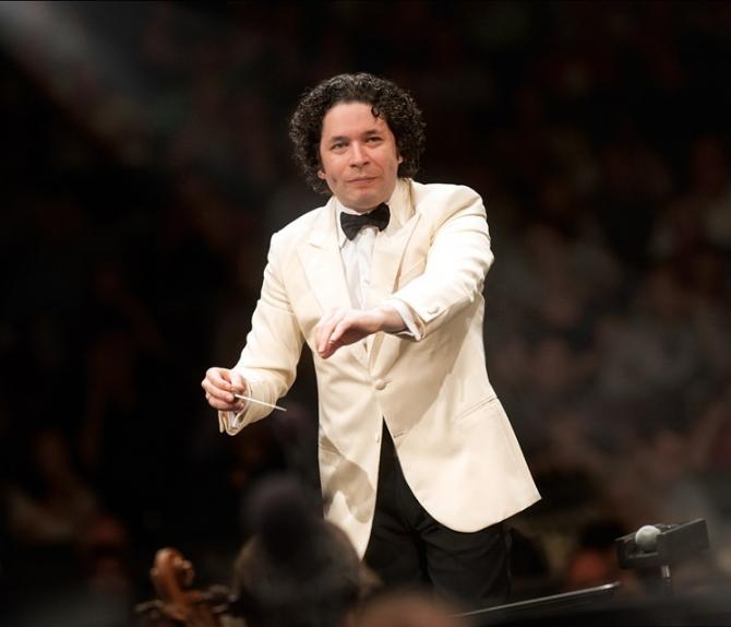 Celebrul dirijor Gustavo Dudamel