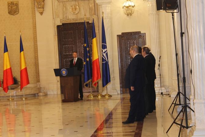 Președintele Klaus Iohannis, ironic la adresa lui Liviu Dragnea și Călin Popescu Tăriceanu la investirea Guvernului Grindeanu