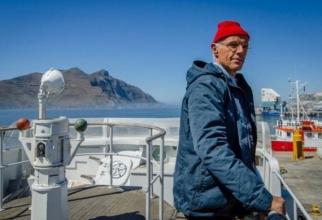 Lambert Wilson în rolul lui  Jacques-Yves Cousteau