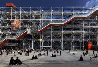 Un popas în fața Centrului Pompidou