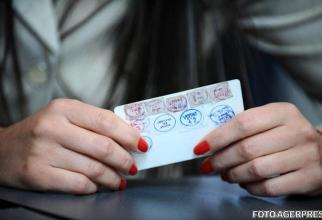 Românii vor putea opta pentru cartea de identitate electronică