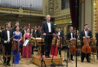 Cristian Mandeal și Orchestra Română de Tineret.  Foto Virgil Oprina