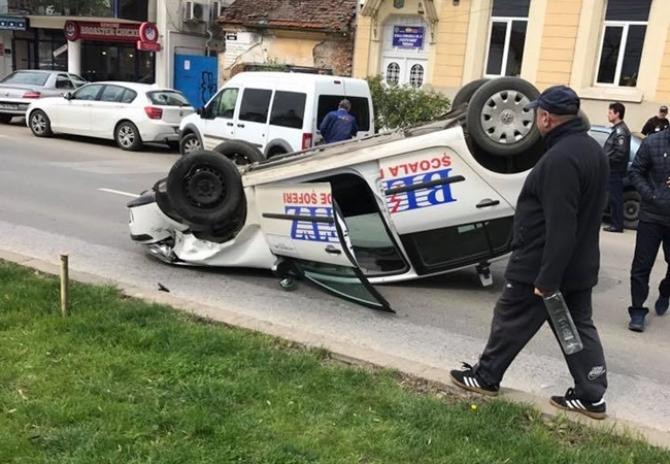 instructor auto accident cu mașina de școală dcnews