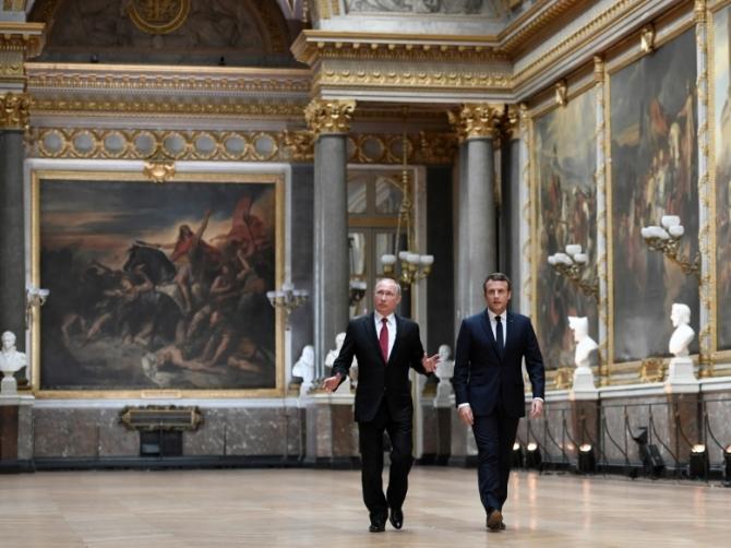 Vladimir Putin şi Emmanuel Macron
