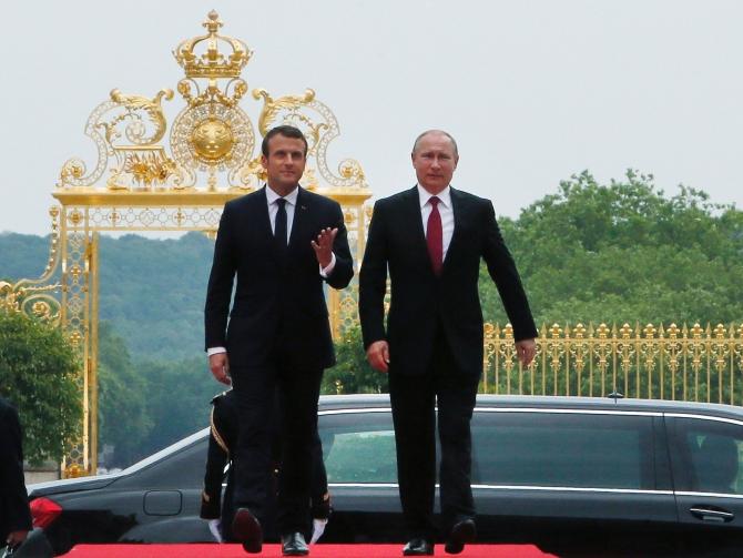 Vladimir Putin şi Emmanuel Macron la Versailles