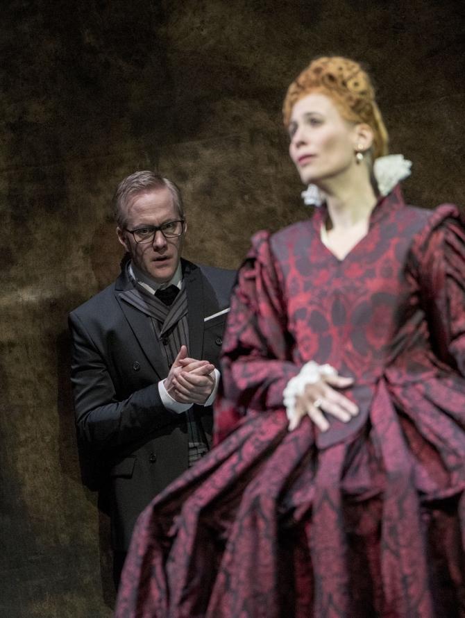 Erik Arman şi Alexandra Deshorties în Elisabetta, regina d'Inghilterra